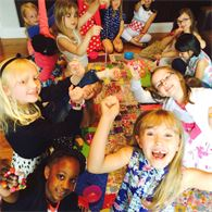 Beadoir party - kids making jewellery